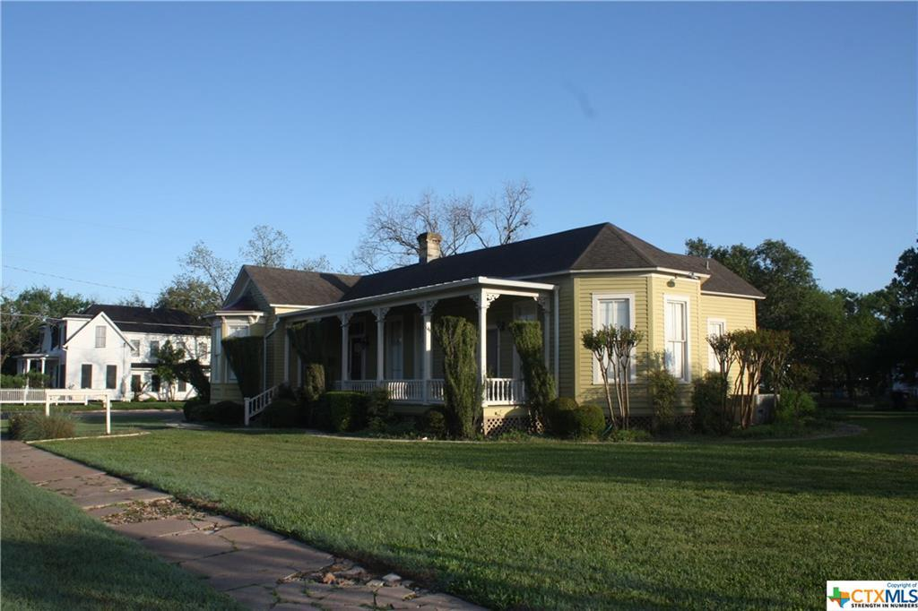 cuero, bed and breakfast, single story, value | 402 E Broadway  Cuero, TX 77954 2