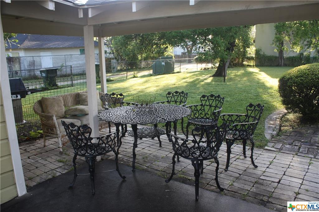 cuero, bed and breakfast, single story, value | 402 E Broadway  Cuero, TX 77954 11