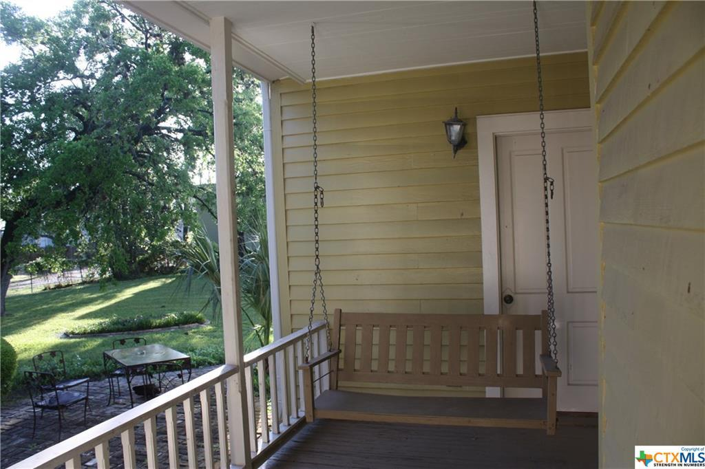 cuero, bed and breakfast, single story, value | 402 E Broadway  Cuero, TX 77954 12