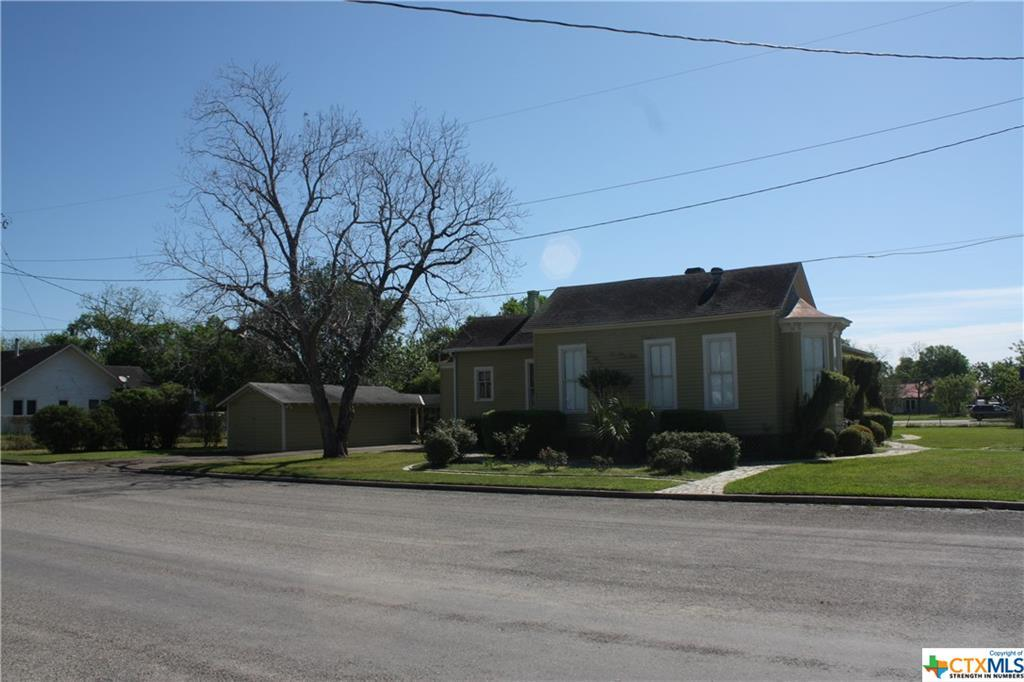 cuero, bed and breakfast, single story, value | 402 E Broadway  Cuero, TX 77954 14