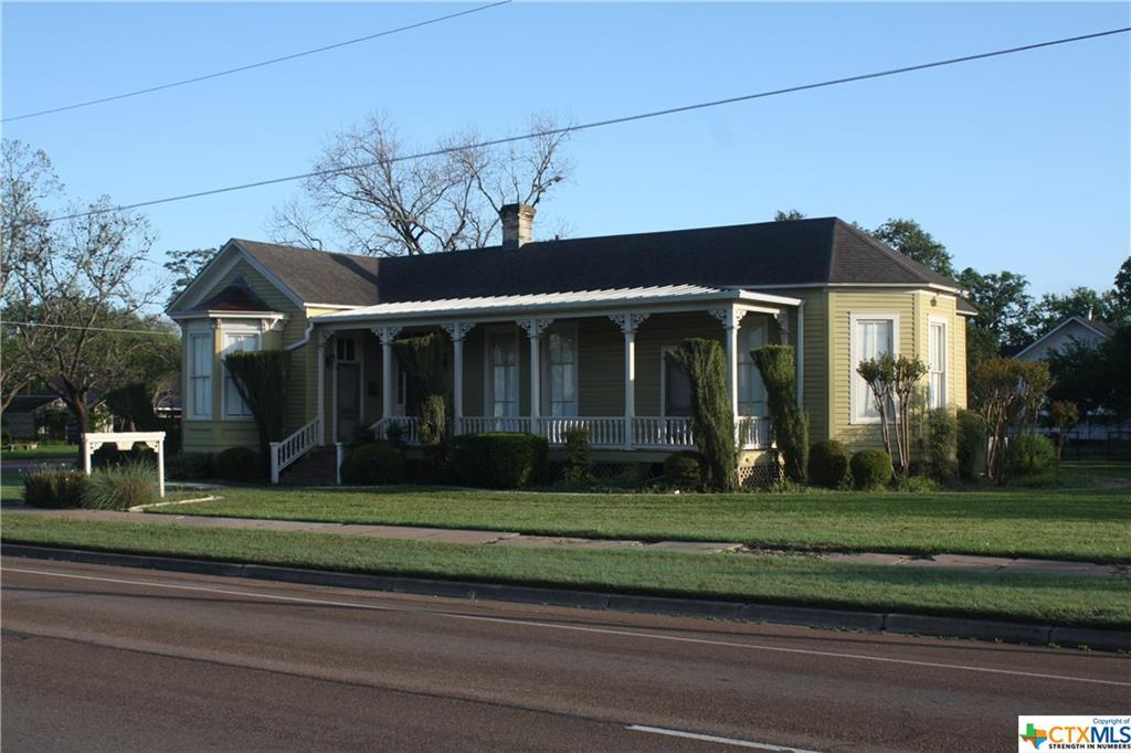 cuero, bed and breakfast, single story, value | 402 E Broadway  Cuero, TX 77954 3