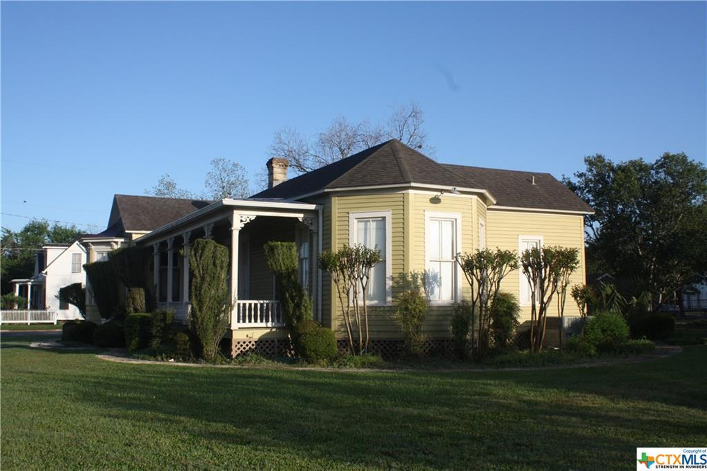 cuero, bed and breakfast, single story, value | 402 E Broadway  Cuero, TX 77954 4