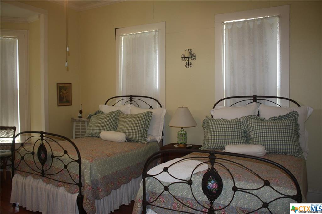 cuero, bed and breakfast, single story, value | 402 E Broadway  Cuero, TX 77954 36