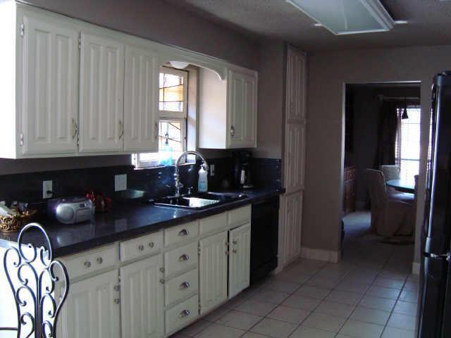 Sold Property | 4115 Stonewick Drive Arlington, Texas 76016 3