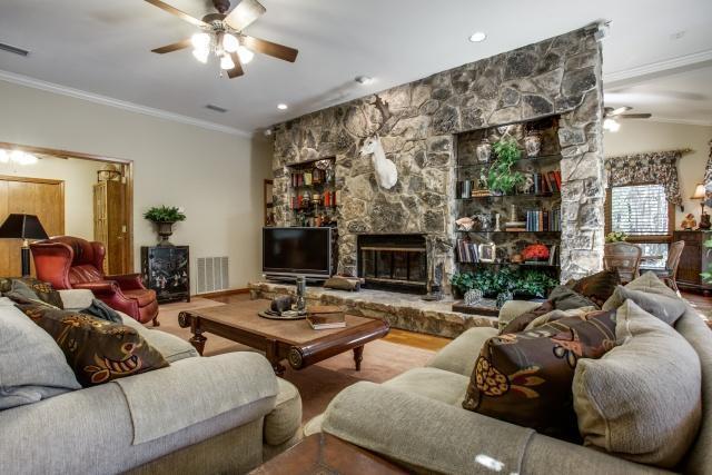 Sold Property | 5912 Woodlake Drive Arlington, Texas 76016 8
