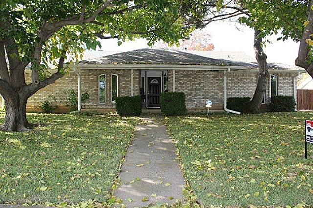 Sold Property | 2421 Parkwood Drive Grand Prairie, Texas 75050 0