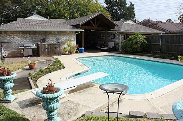 Sold Property | 2421 Parkwood Drive Grand Prairie, Texas 75050 8