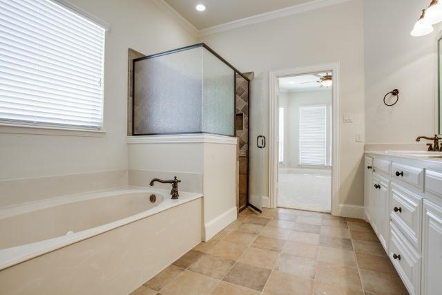 Sold Property | 2000 Kodiak Court Arlington, Texas 76013 16