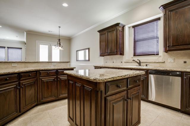 Sold Property | 2000 Kodiak Court Arlington, Texas 76013 6