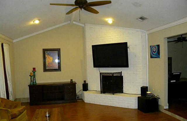 Sold Property | 4911 Crest Drive Arlington, Texas 76017 7