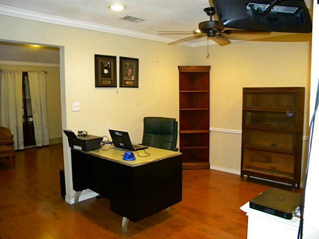 Sold Property | 4911 Crest Drive Arlington, Texas 76017 8