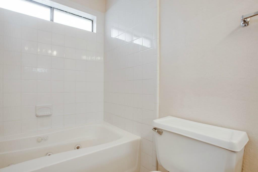 Sold Property   2810 Glen Hollow Circle Arlington, Texas 76016 18