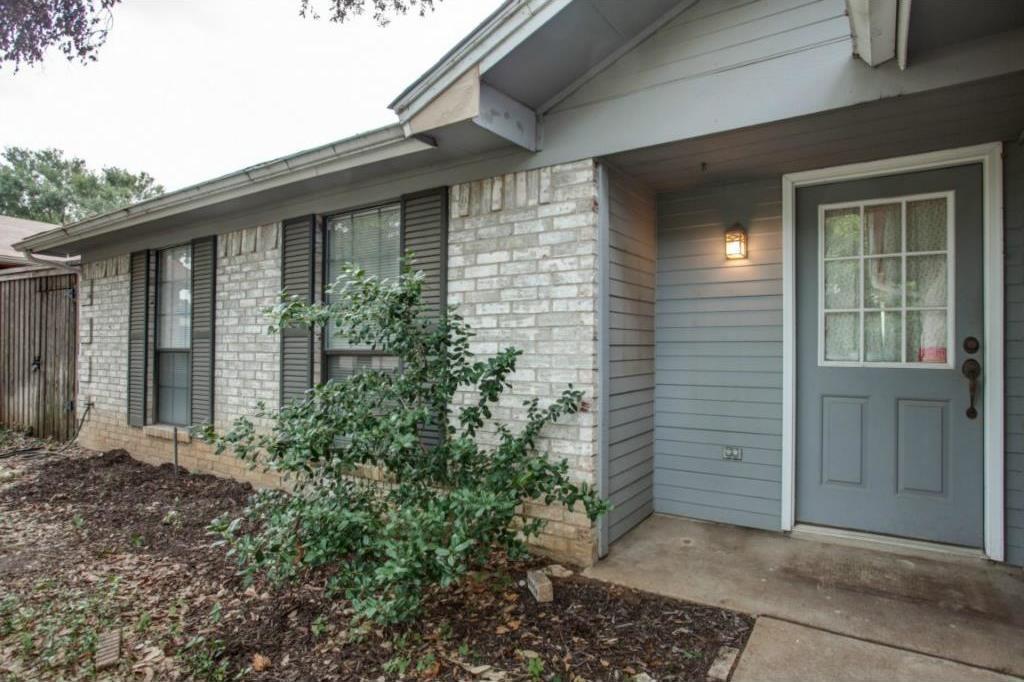 Sold Property   2810 Glen Hollow Circle Arlington, Texas 76016 2