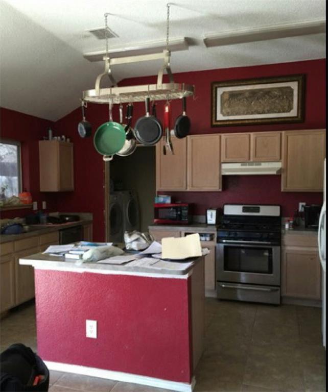 Sold Property | 6906 Lake Jackson Drive Arlington, Texas 76002 3