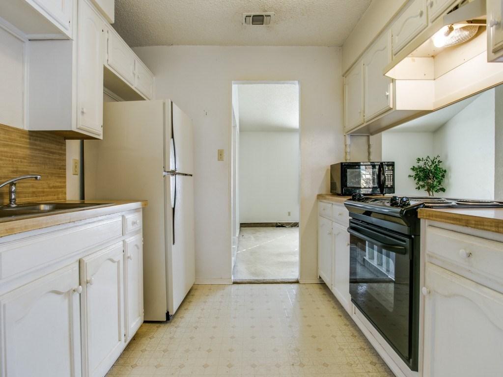 Sold Property | 706 Matthews Court Arlington, Texas 76012 10