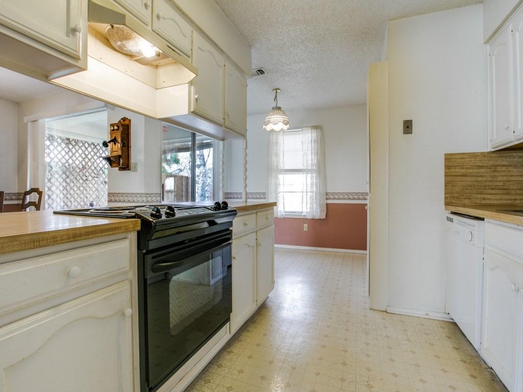 Sold Property | 706 Matthews Court Arlington, Texas 76012 11
