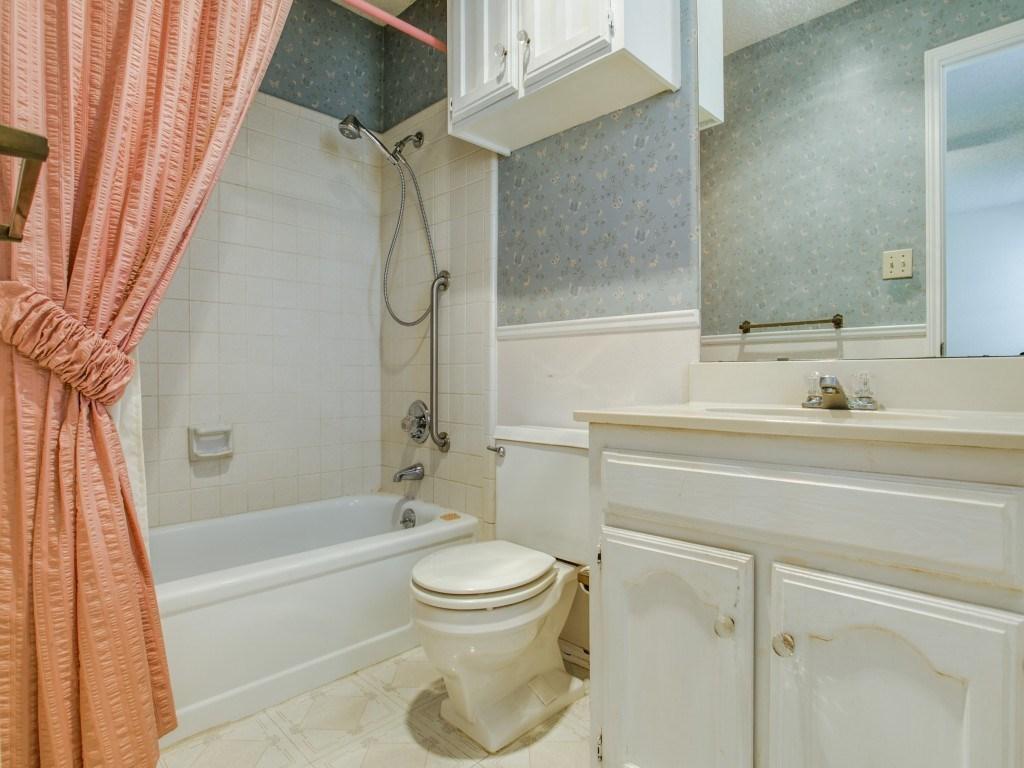 Sold Property | 706 Matthews Court Arlington, Texas 76012 16