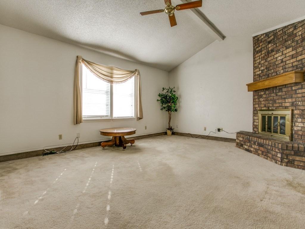 Sold Property | 706 Matthews Court Arlington, Texas 76012 4