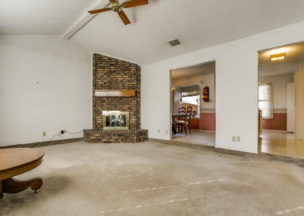 Sold Property | 706 Matthews Court Arlington, Texas 76012 5