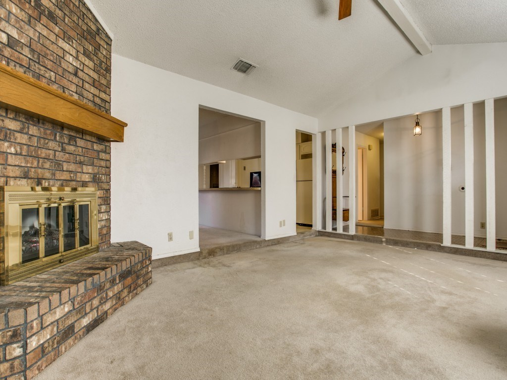 Sold Property | 706 Matthews Court Arlington, Texas 76012 6