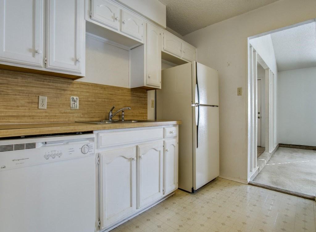 Sold Property | 706 Matthews Court Arlington, Texas 76012 9