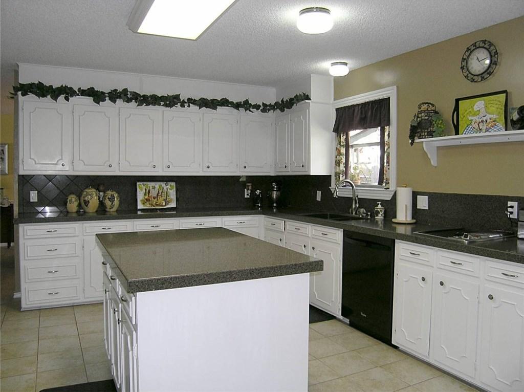 Sold Property | 1718 Autumn Lane Arlington, Texas 76012 8