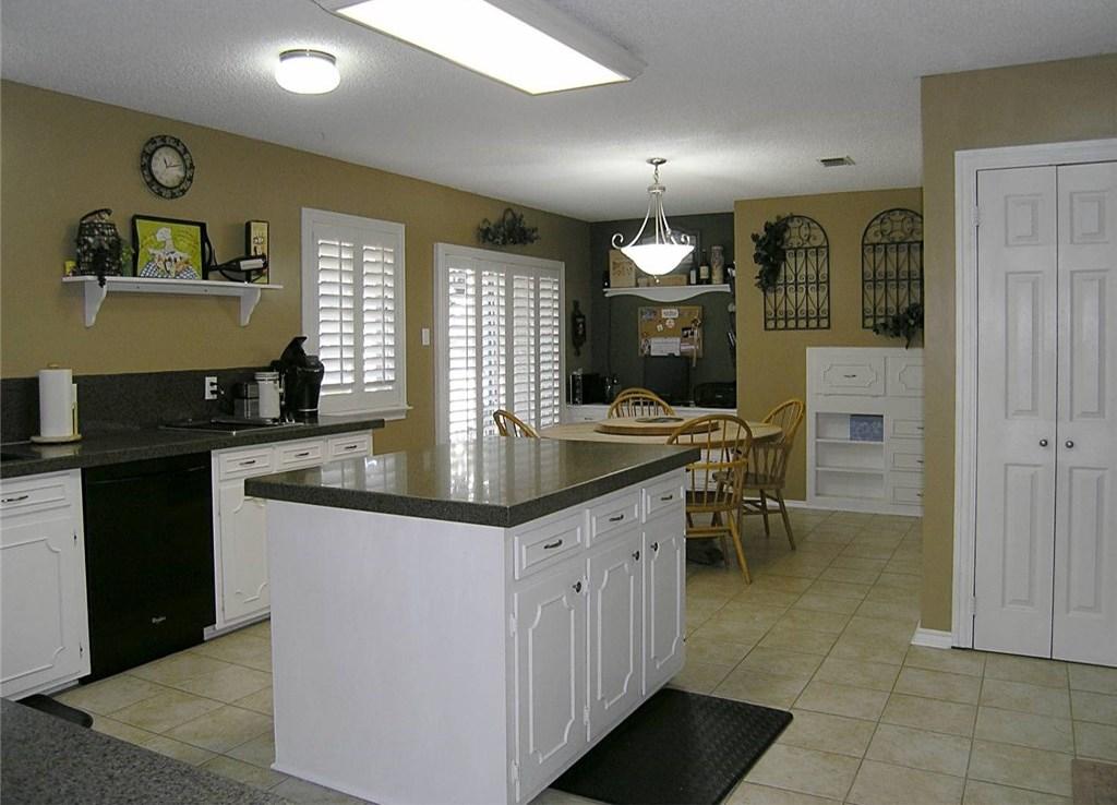 Sold Property | 1718 Autumn Lane Arlington, Texas 76012 9