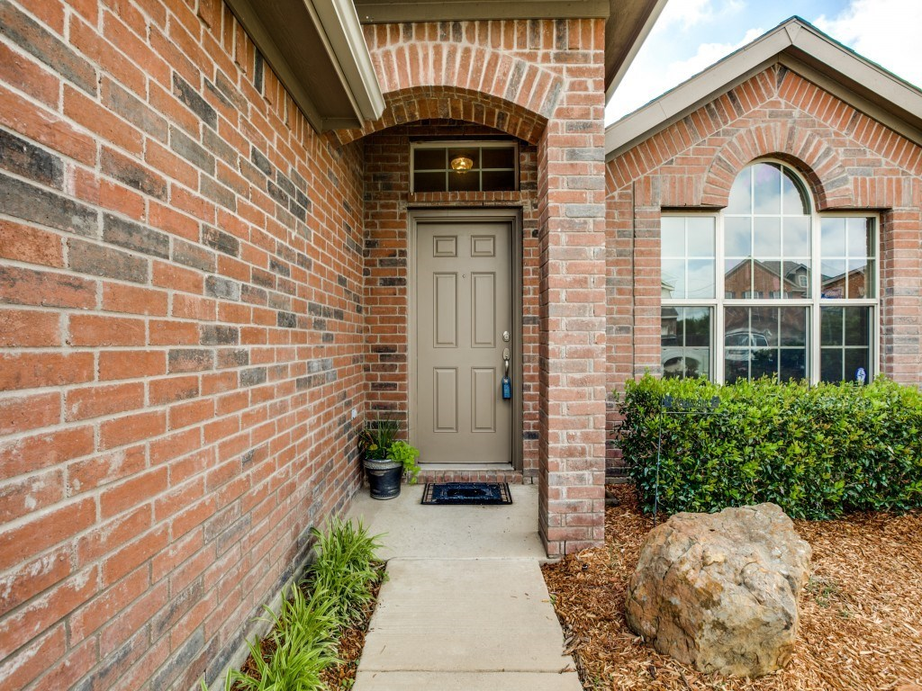 Sold Property | 504 Moonrise Drive Arlington, Texas 76002 3