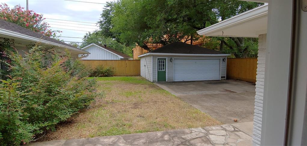 Active   4043 Tartan Ln Lane Houston, Texas 77025 3