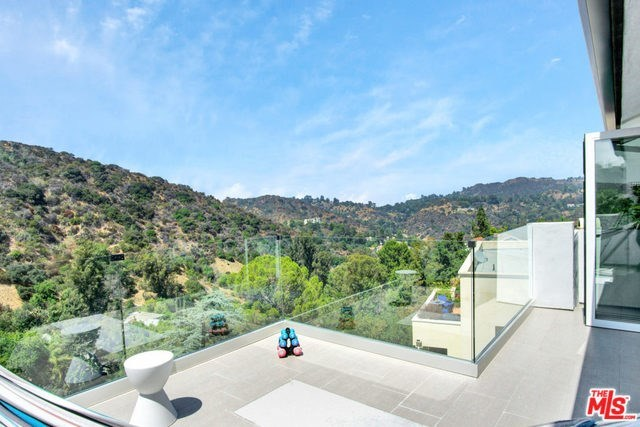 Off Market | 2161 GROVELAND Drive Los Angeles, CA 90046 12