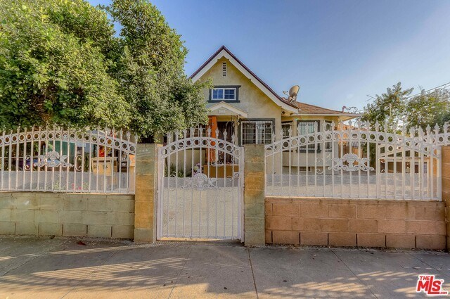 Active | 126 E 36TH Place Los Angeles, CA 90011 0