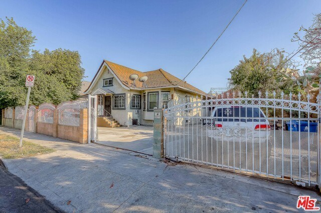Active | 126 E 36TH Place Los Angeles, CA 90011 2