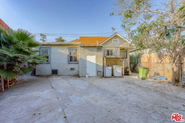 Active | 126 E 36TH Place Los Angeles, CA 90011 4