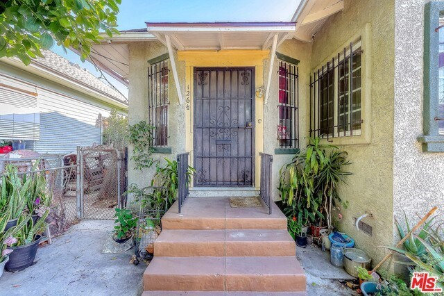 Active | 126 E 36TH Place Los Angeles, CA 90011 7