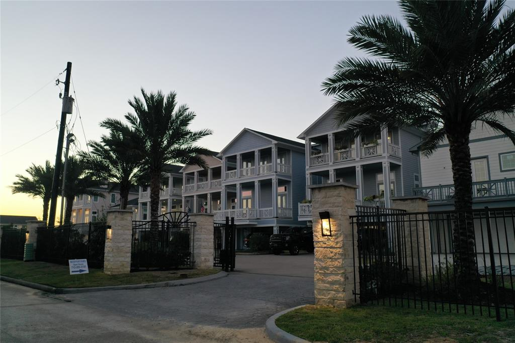 Active | 2182 Marina Way League City, TX 77565 3