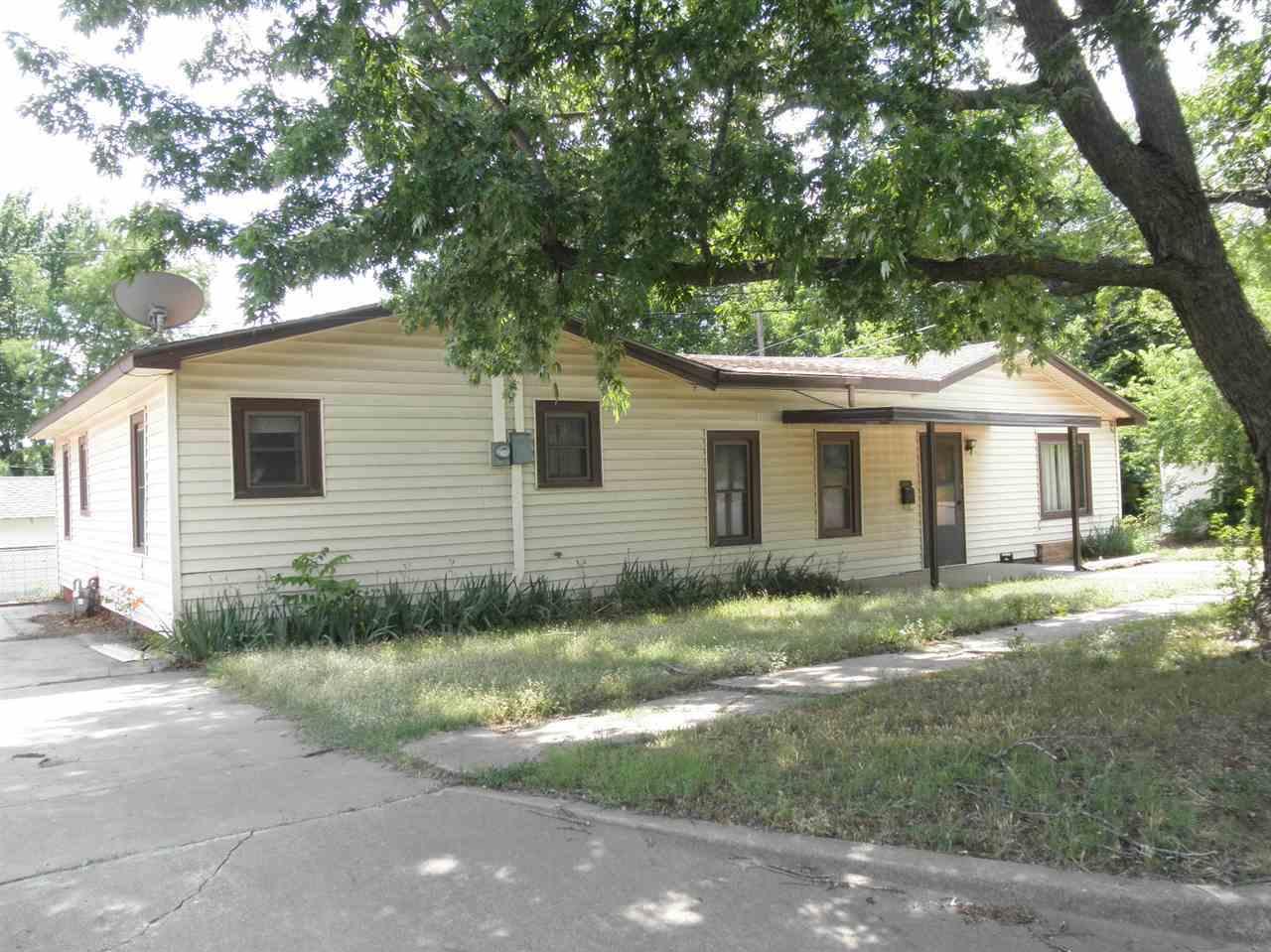 Sold Cross Sale W/ MLS | 916 E Cherry Ponca City, OK 74601 1
