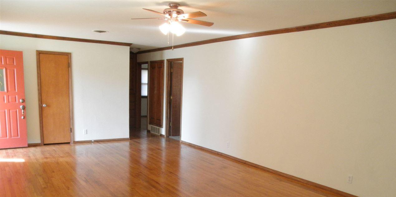 Sold Cross Sale W/ MLS   204 N 13th  Ponca City, OK 74601 2