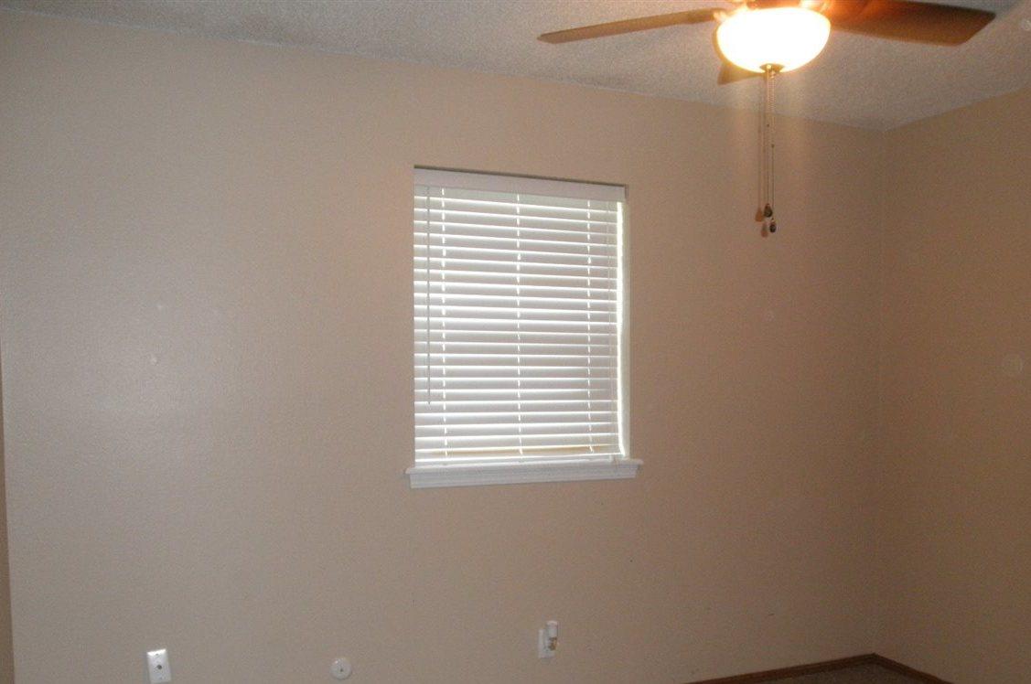 Sold Cross Sale W/ MLS | 300 Lora Ponca City, OK 74601 10