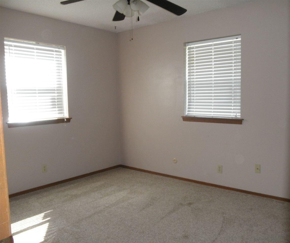 Sold Cross Sale W/ MLS | 300 Lora Ponca City, OK 74601 11