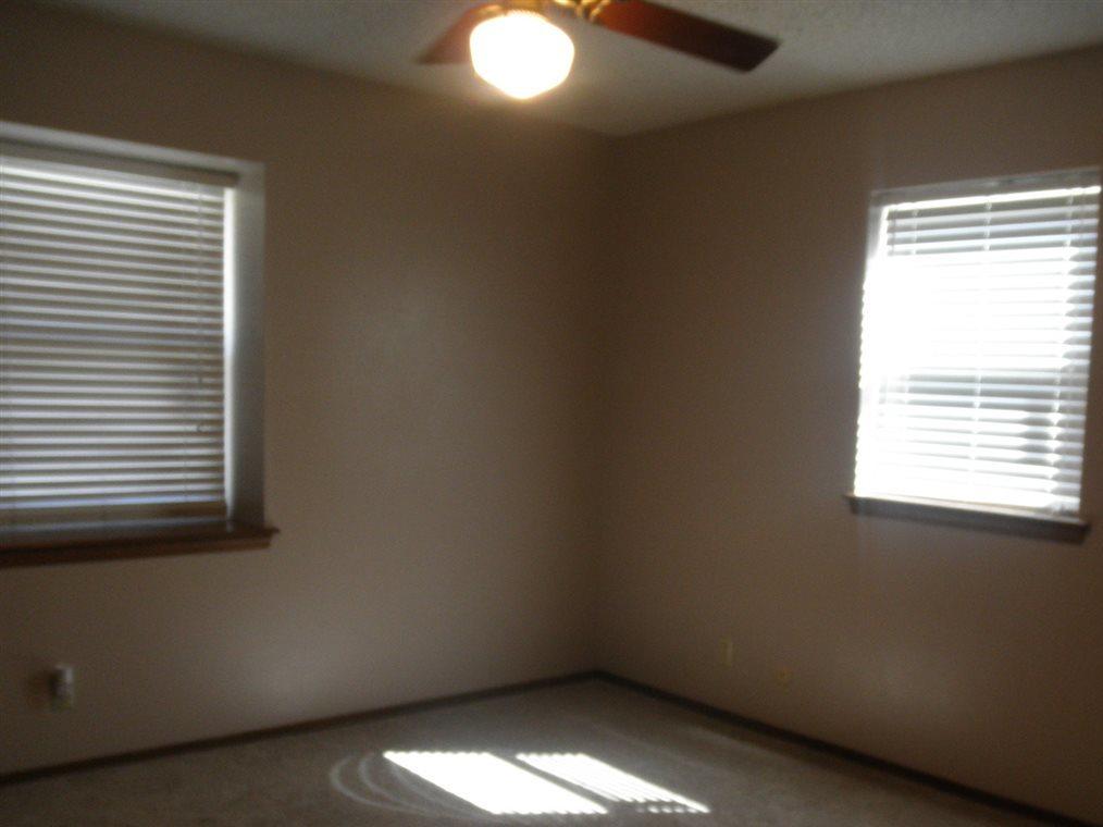 Sold Cross Sale W/ MLS | 300 Lora Ponca City, OK 74601 13