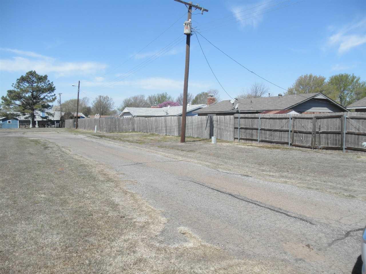 Sold Cross Sale W/ MLS | 300 Lora Ponca City, OK 74601 23