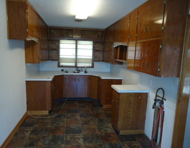 Sold Cross Sale W/ MLS | 1500 E Oklahoma  Ponca City, OK 74604 6