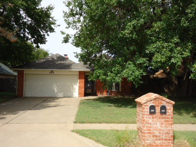 Sold Cross Sale W/ MLS | 605 Greenbriar  Ponca City, OK 74601 0