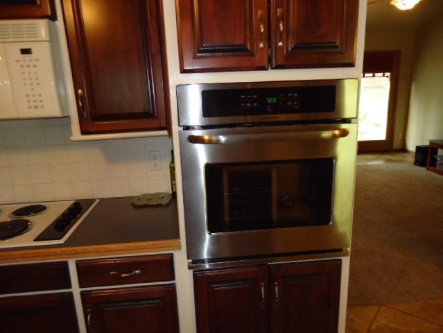 Sold Cross Sale W/ MLS | 3601 Larkspur Dr Ponca City, OK 74604 7