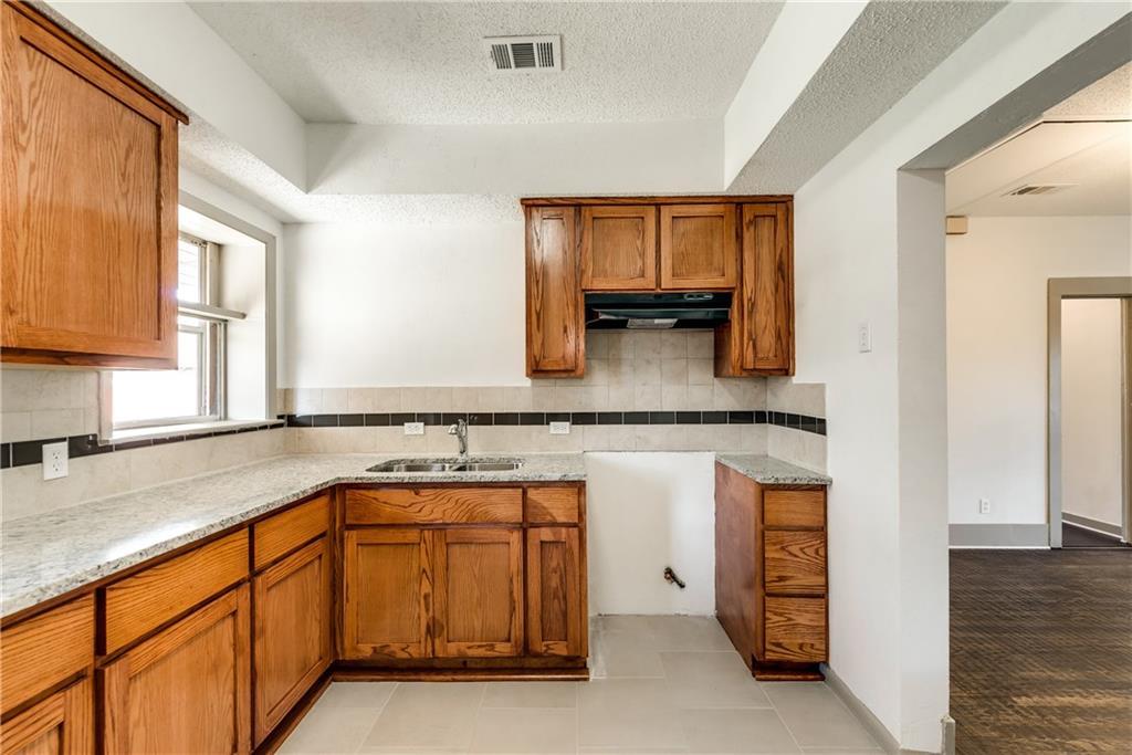 Sold Property | 929 S Rosemont Avenue Dallas, Texas 75208 10