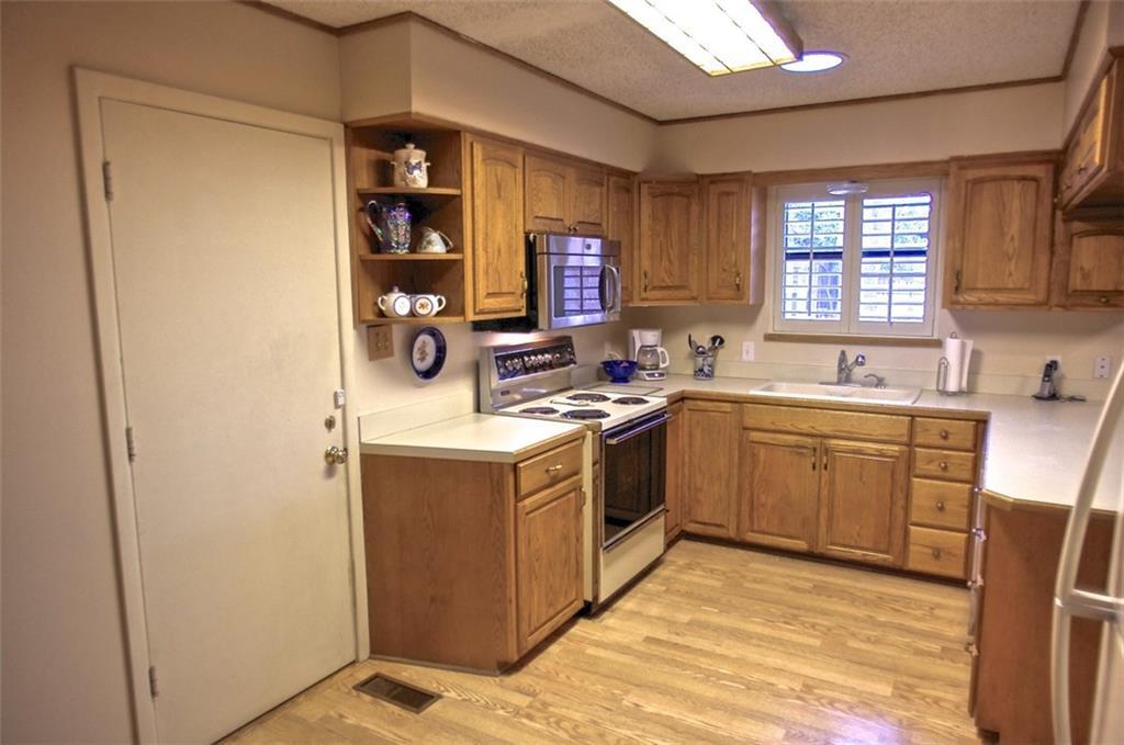 Sold Property | 11016 Cinderella Lane Dallas, Texas 75229 8