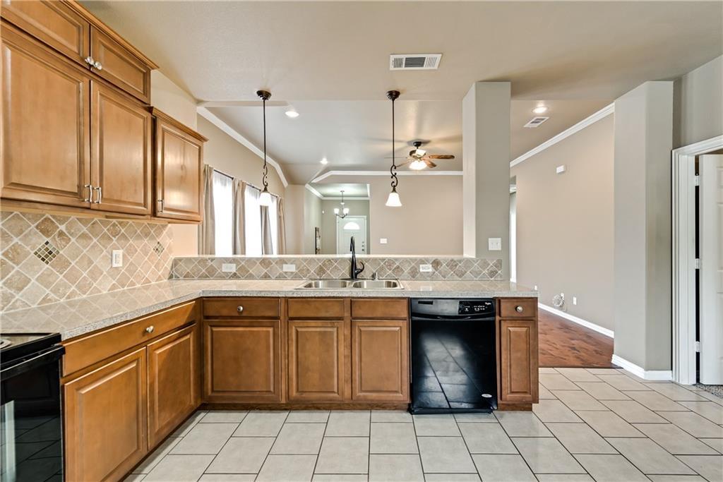 Sold Property | 701 W 9th Street Dallas, Texas 75208 10