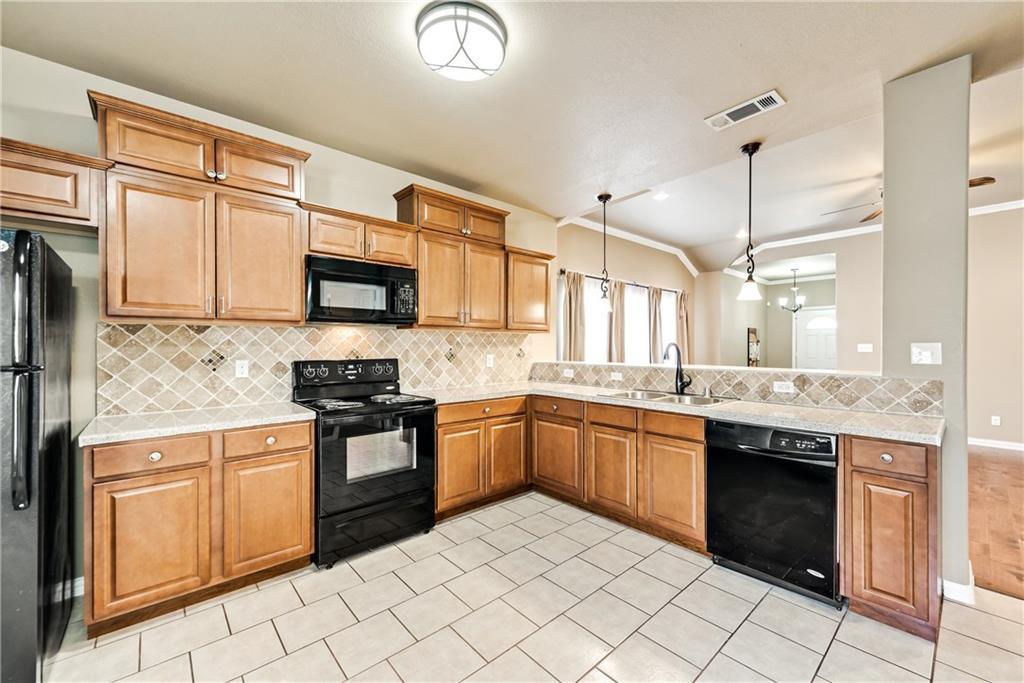 Sold Property | 701 W 9th Street Dallas, Texas 75208 6
