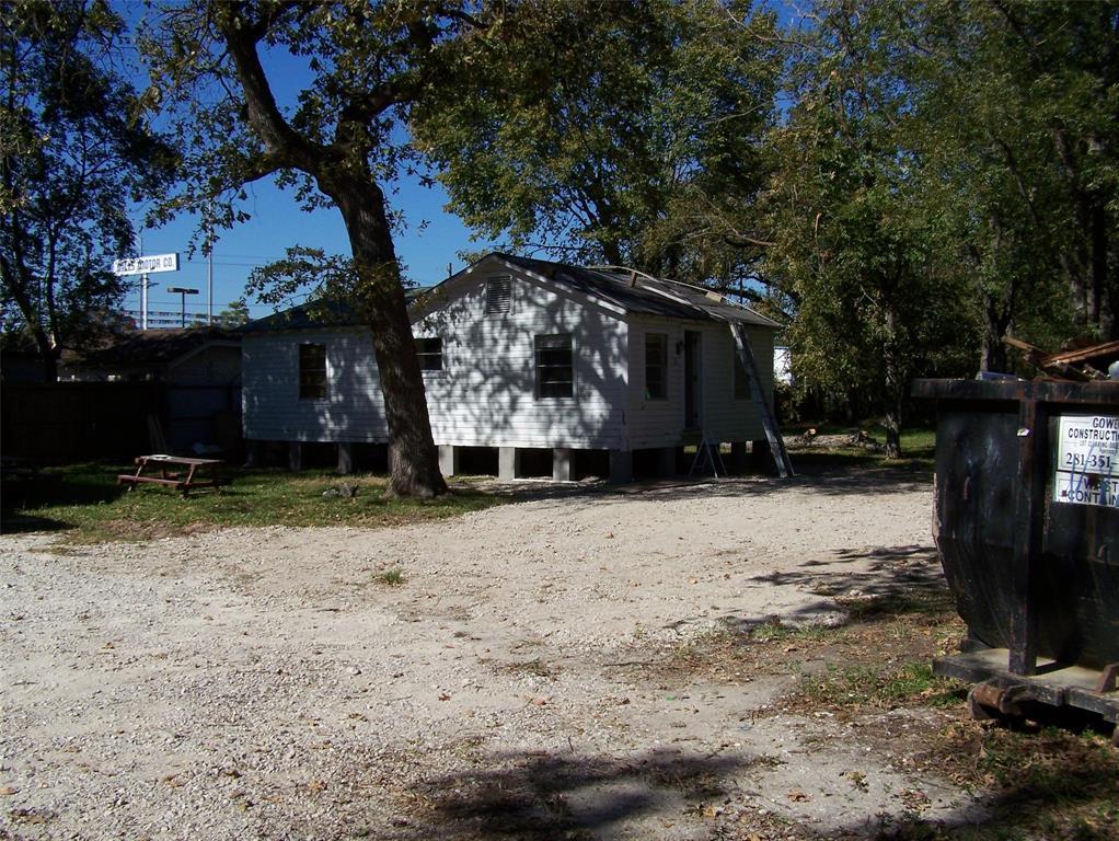 Active | 620 Thornton Road Houston, Texas 77018 3