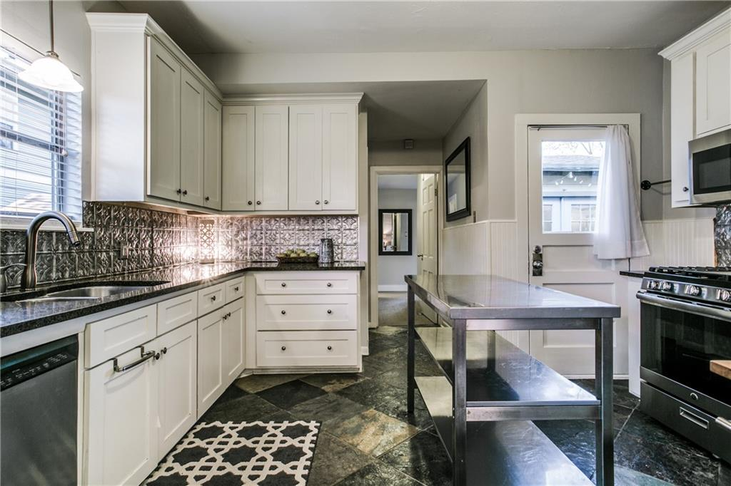 Sold Property | 906 N Edgefield Avenue Dallas, Texas 75208 10